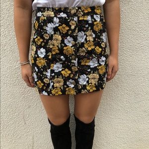 F21 Mini Button Up Floral Skirt (26/S)